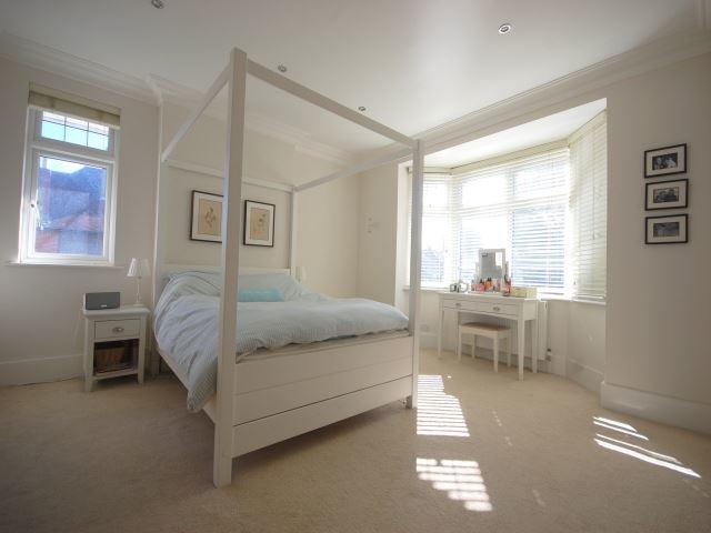 MUVA Lettings Agents : Master bedroom