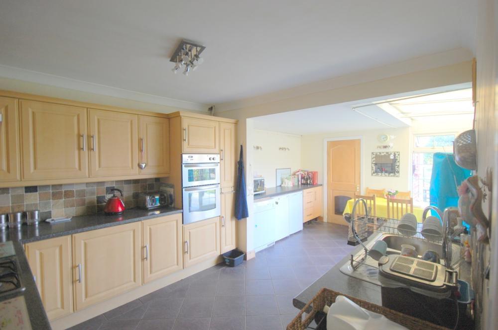 MUVA Estate Agents : Kitchen