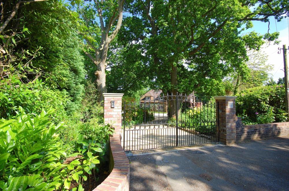 MUVA Estate Agents : Entrance