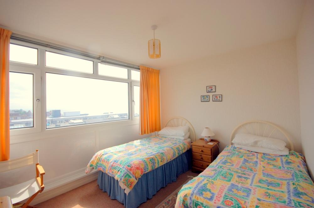 MUVA Estate Agents : Guest Bedroom
