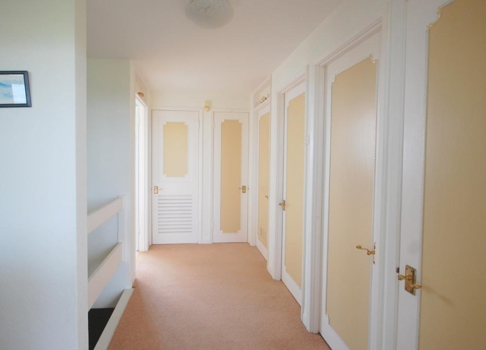 MUVA Estate Agents : Hallway