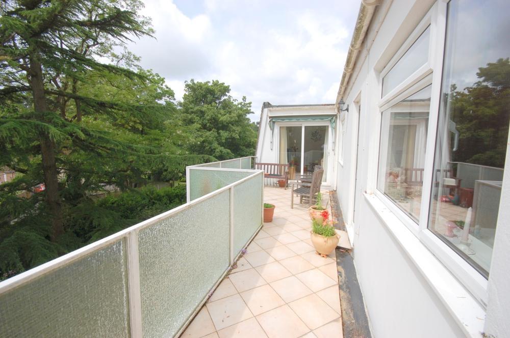 MUVA Estate Agents : Balcony