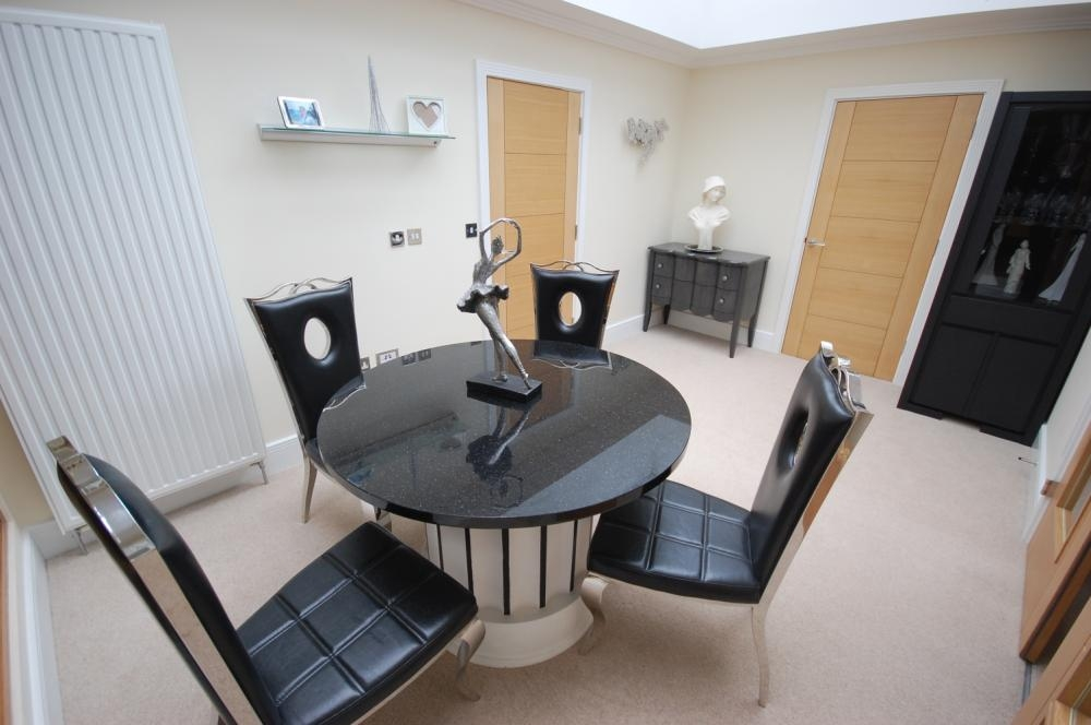 MUVA Estate Agents : Garden Room
