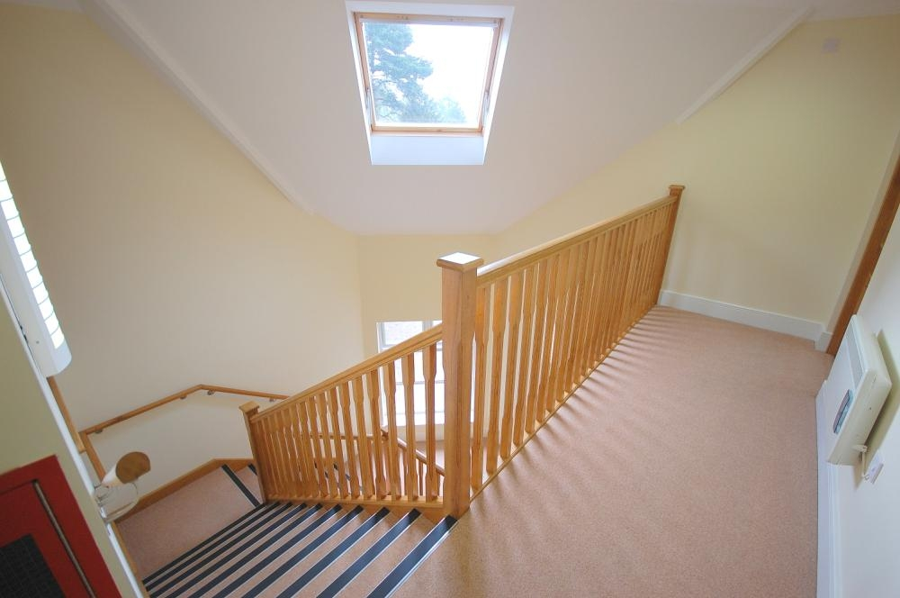 MUVA Estate Agents : Stairs