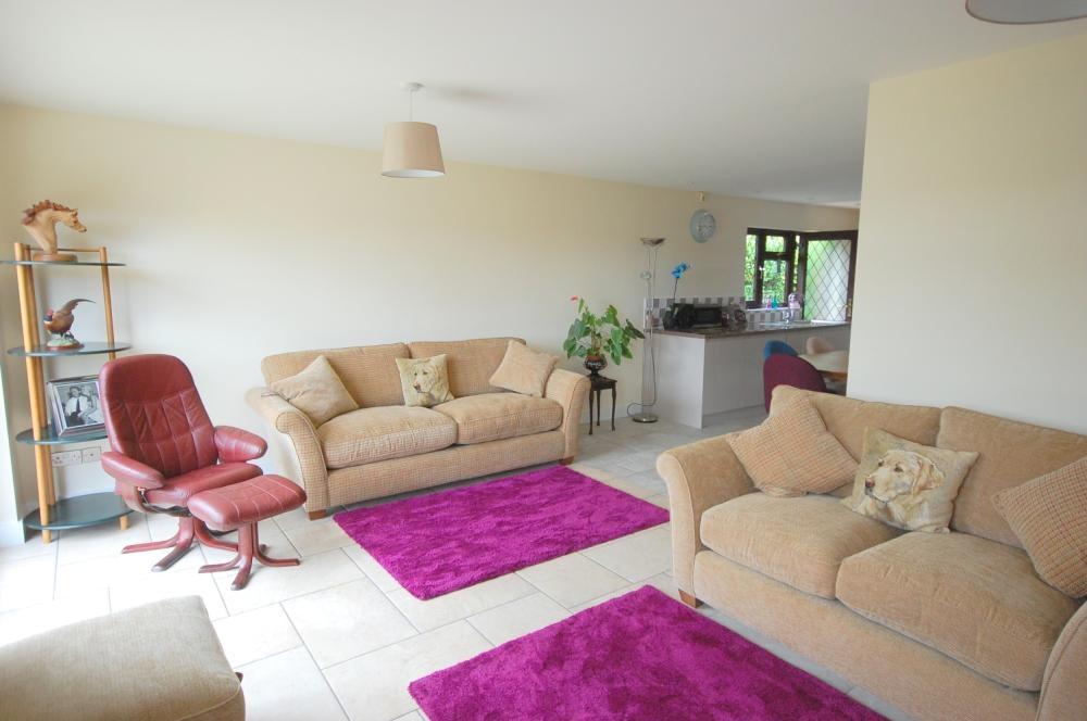 MUVA Estate Agents : Lounge