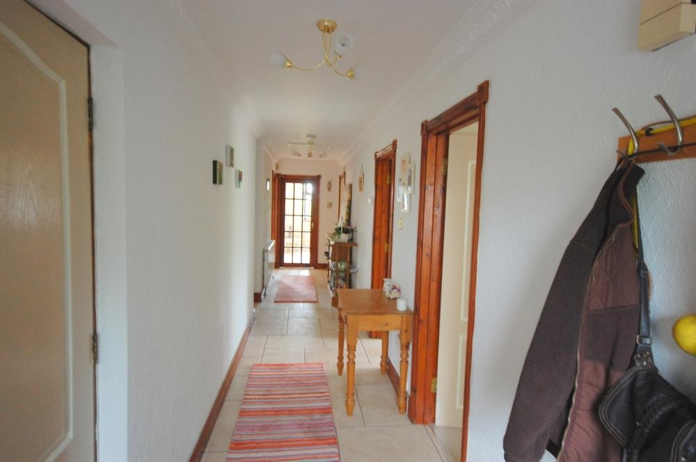 MUVA Estate Agents : Entrance Hall