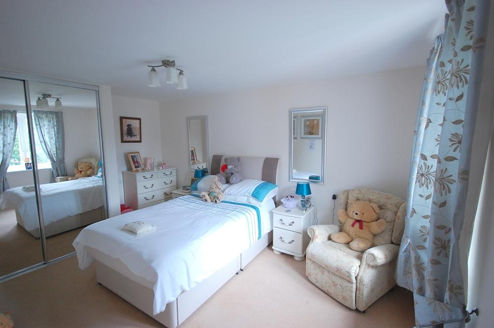 MUVA Estate Agents : Bedroom