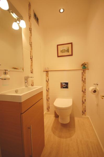 MUVA Estate Agents : WC
