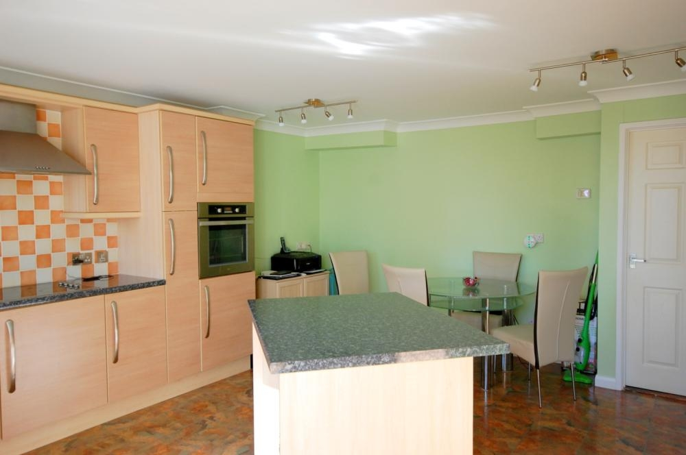 MUVA Estate Agents : Kitchen/Diner 2