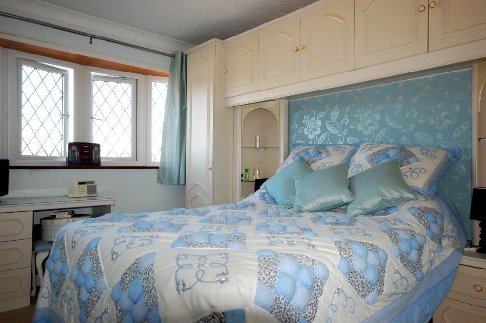 MUVA Estate Agents : Bedroom 1