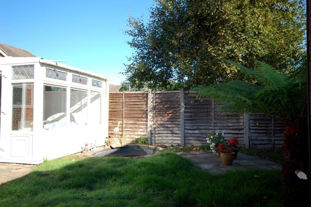MUVA Estate Agents : Garden 2