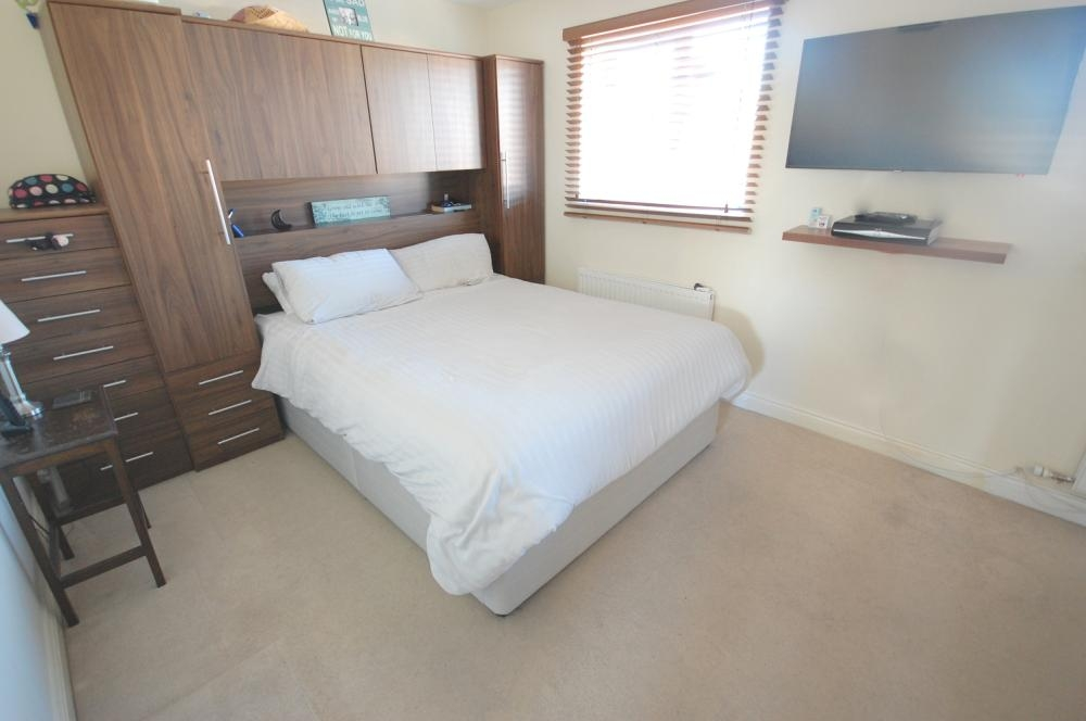 MUVA Estate Agents : Master Bedroom