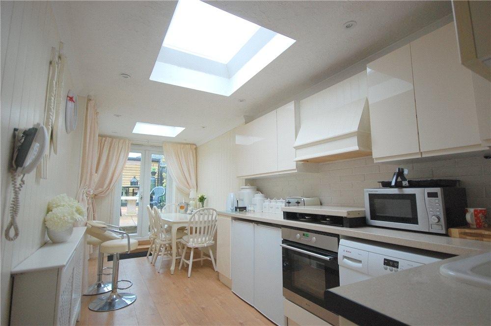 MUVA Estate Agents : Kitchen Rear Shot