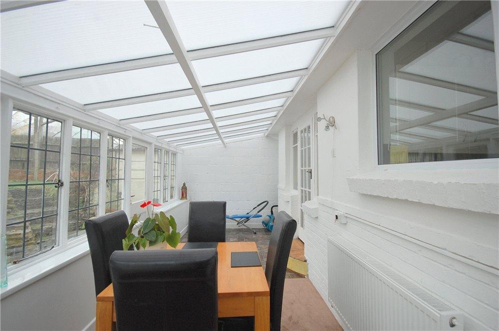 MUVA Estate Agents : Garden Room Shot 2