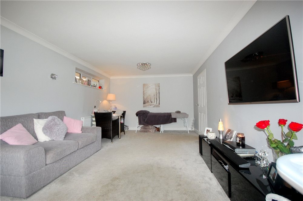 MUVA Estate Agents : Lounge Photo 2