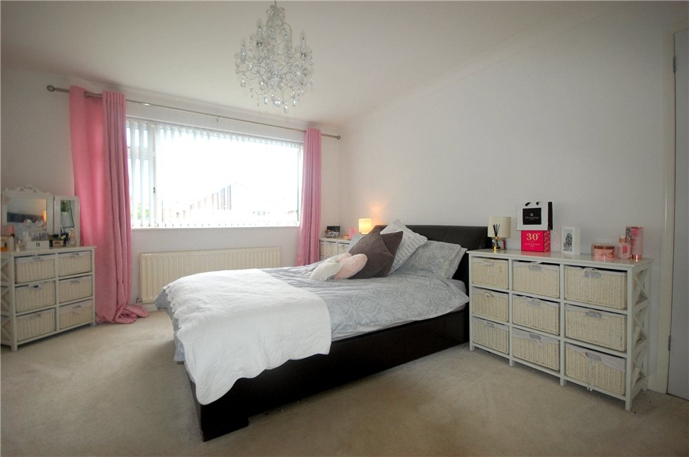 MUVA Estate Agents : Bedroom 1