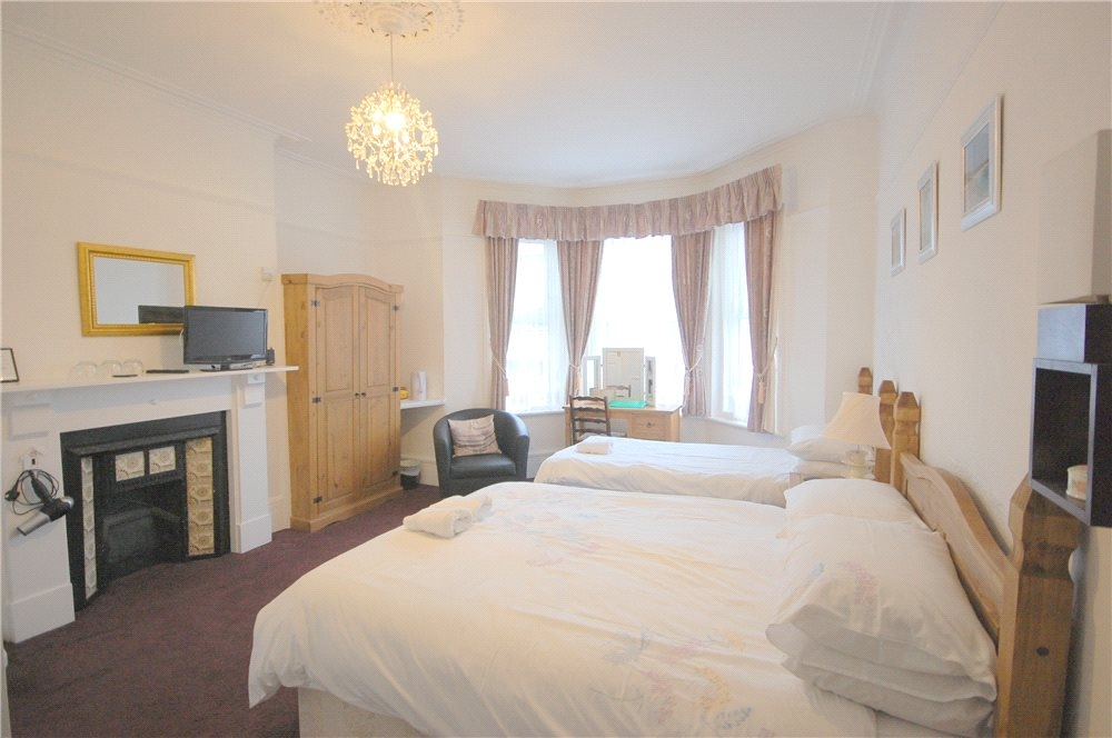 MUVA Estate Agents : Guest Bedroom 2