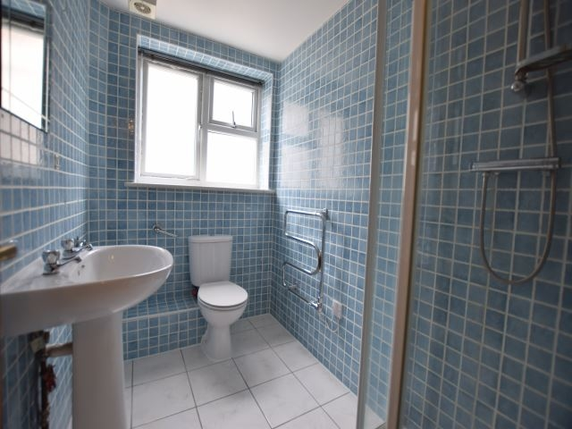 MUVA Lettings Agents : Shower Room