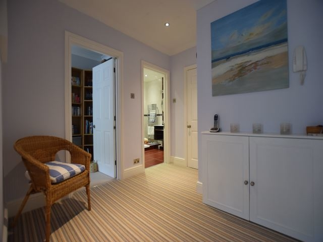 MUVA Lettings Agents : Hallway