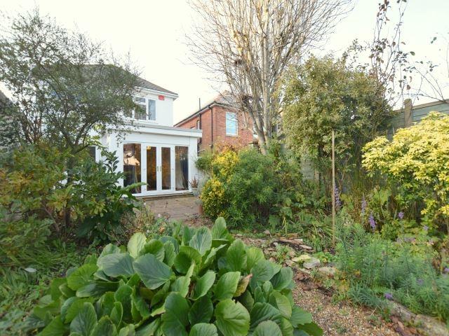 MUVA Lettings Agents : garden 1