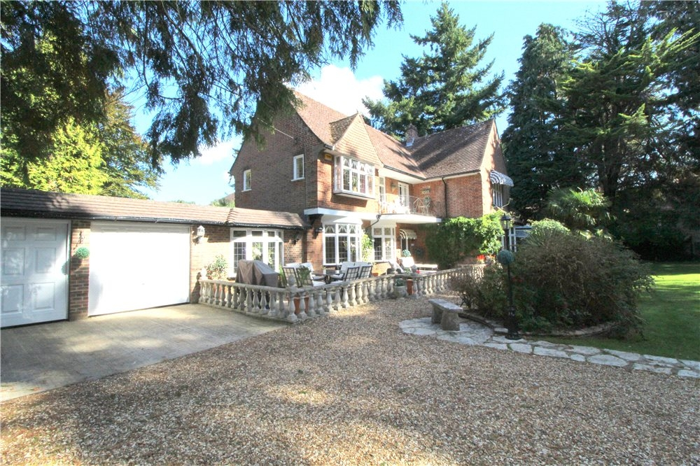 MUVA Estate Agents : Woodland Walk