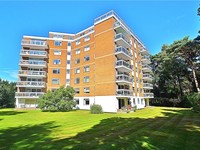 2 bedroom apartment in Canford Cliffs