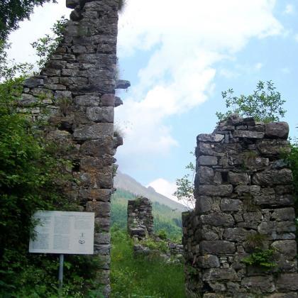 Foto Il Castello di Lozio e l'eccidio dei Nobili
