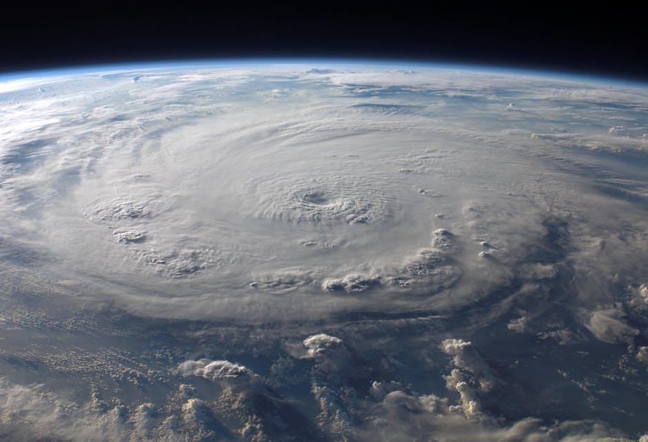 alerte-cyclone-reunion-voiture