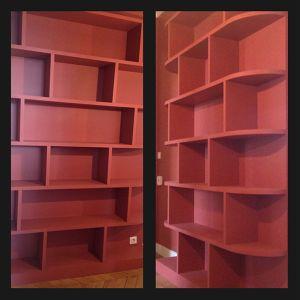 Bibliothèque sur-mesure en bois peint Thibaut