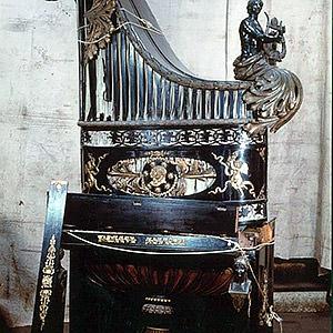 """Restauration d'un piano """"girafe"""" exécuté en Autriche à la demande de Napoléon Ier. ATELIER & GALERIE"""