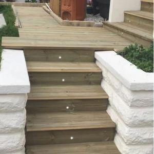 Escalier / Terrasse bois extérieur avec spots lumineux Raheel