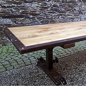 Table en acier patiné et chêne. Sébastien
