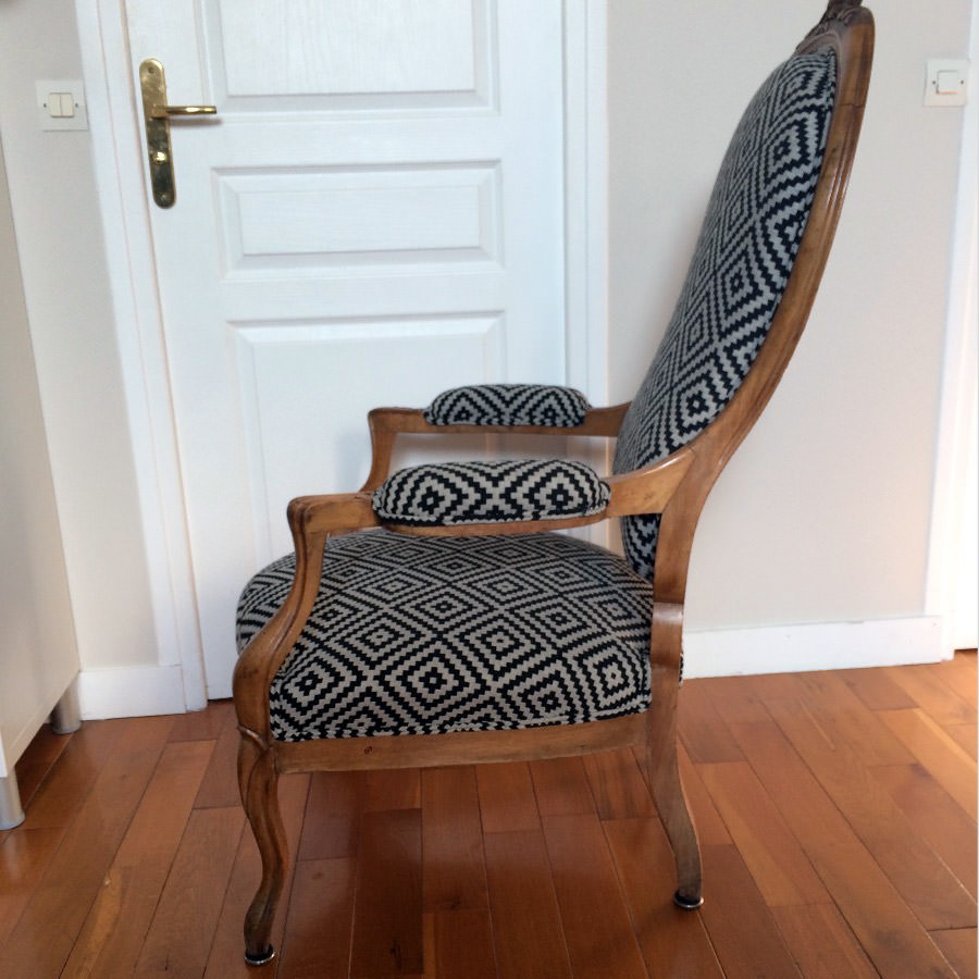 fauteuil voltaire avec ses 2 coussins assortis un proje. Black Bedroom Furniture Sets. Home Design Ideas