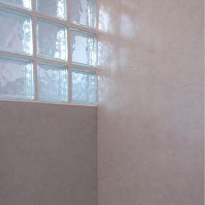 Enduits décoratifs avec effet tadelakt pour douche et salle de bain. Meryam