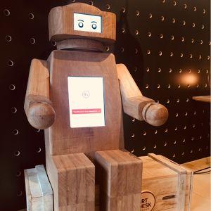 Robot en chêne Philip