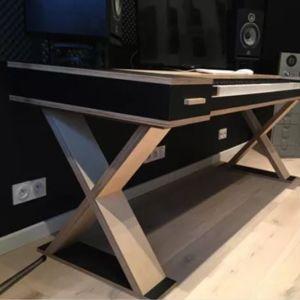 Musical Desk Lionel