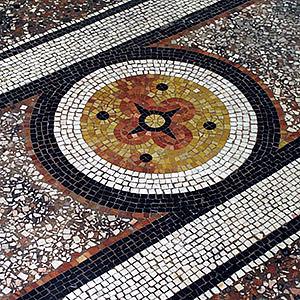 Restauration mosaïque de sol en marbre Camille