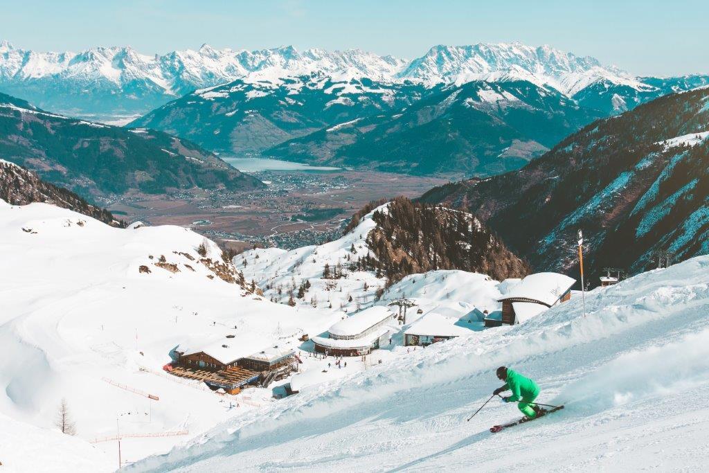 Uitzicht Kaprun Oostenrijk bergen met sneeuw