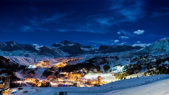 La Plange Frankrijk in de nacht met sneeuw