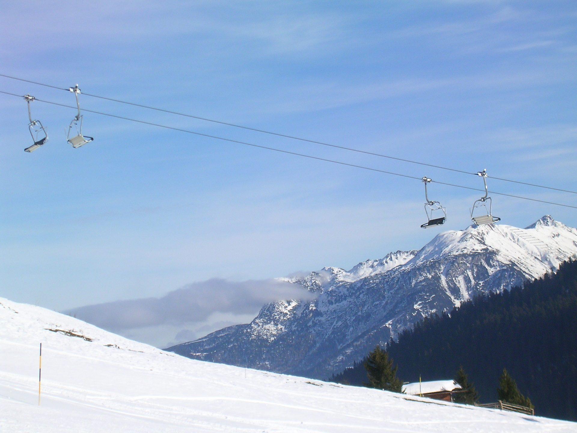 Stoeltjeslift Mayrhofen Oostenrijk in de sneeuw