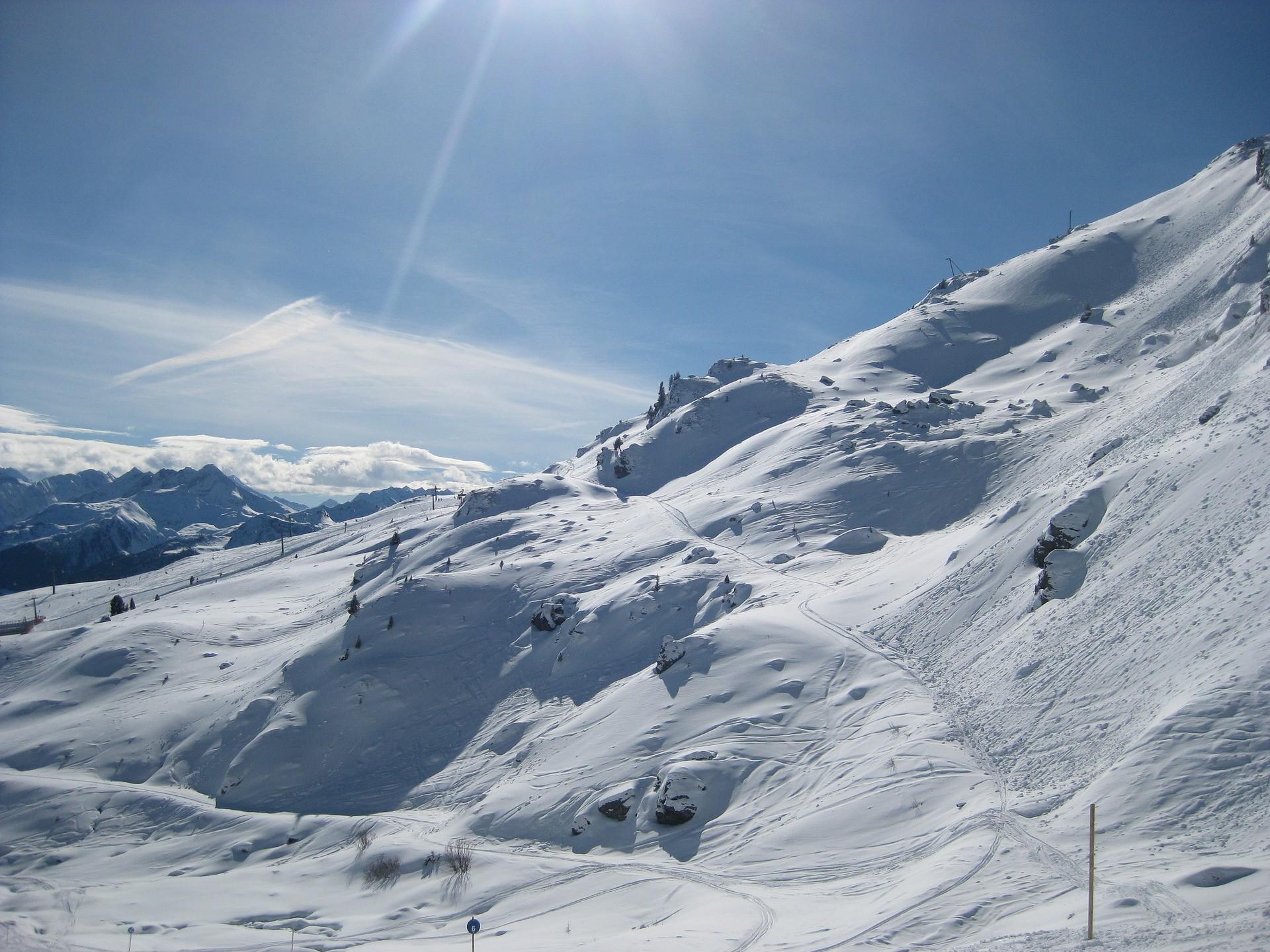 Uitzicht Mayrhofen Oostenrijk in de sneeuw
