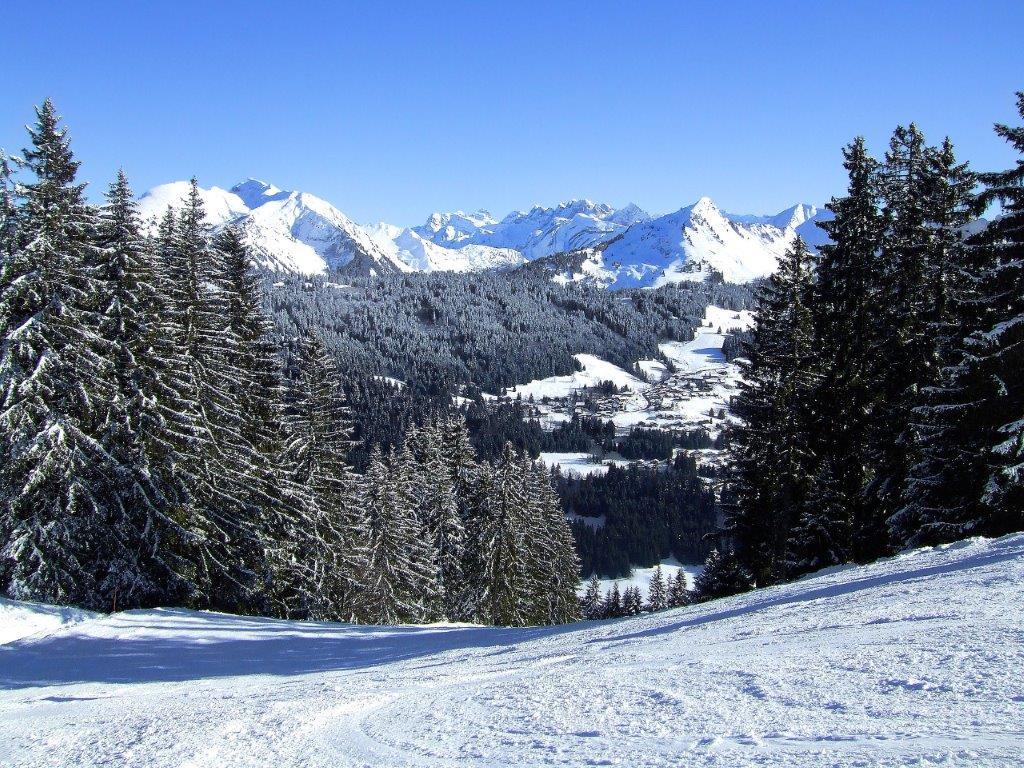 Morzine Frankrijk piste met sneeuw