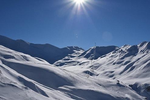Samnaun Oostenrijk in de bergen met sneeuw