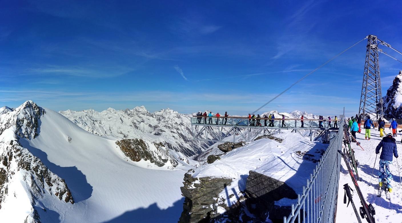 Uitzicht Solden bergtoppen sneeuw