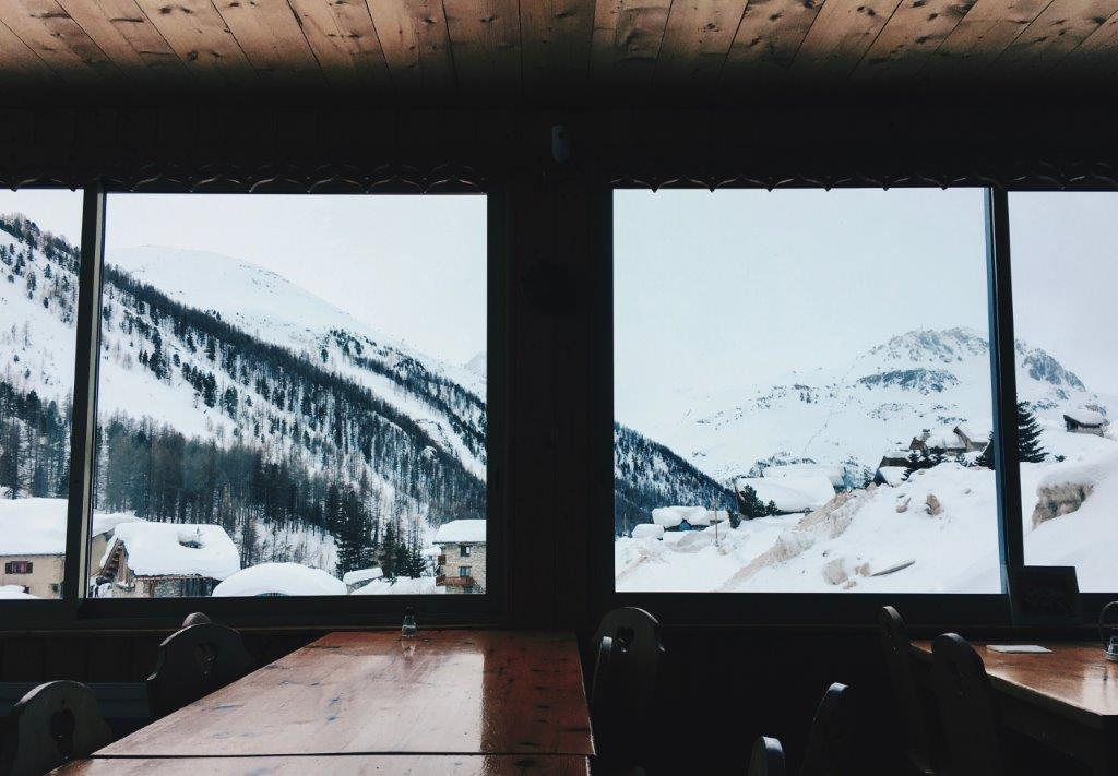 Val d Isere restaurant winter sneeuw