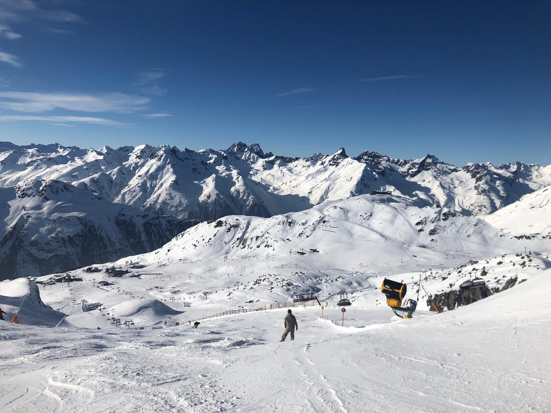 Ischgl Oostenrijk bergen met sneeuw