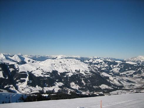 Uitzicht piste Kirchberg Oostenrijk