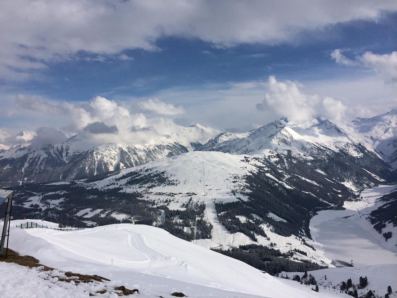 Konigsleiten Oostenrijk uitzicht bergen sneeuw